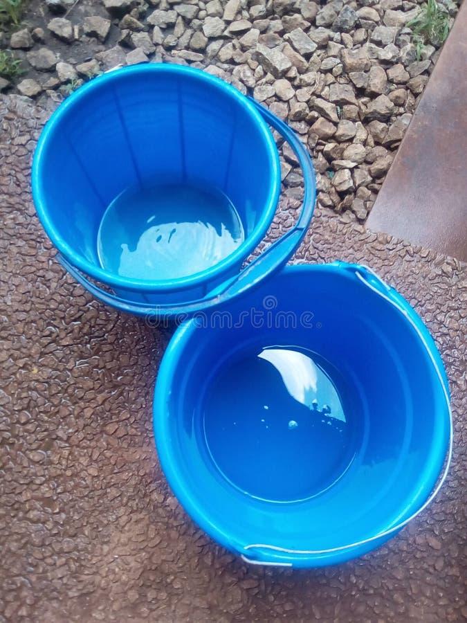 Blaue Eimer stockbild