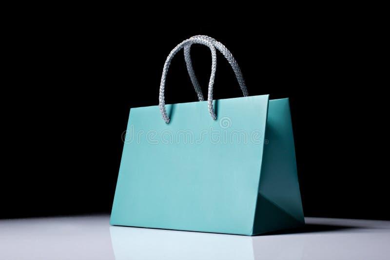 Blaue Einkaufstasche lizenzfreie stockfotos