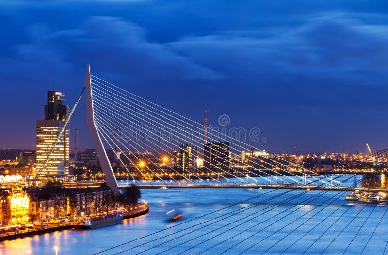 Blaue ERASMUS-Brücke lizenzfreie stockbilder