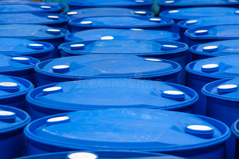 Blaue Fässer stockbild