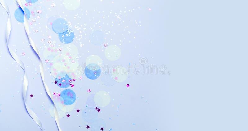 Blaue festliche Konfettis, Funkeln und Sterne stockbild