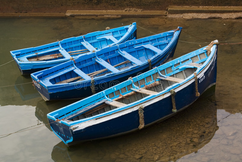 Blaue Fischerboote stockbilder