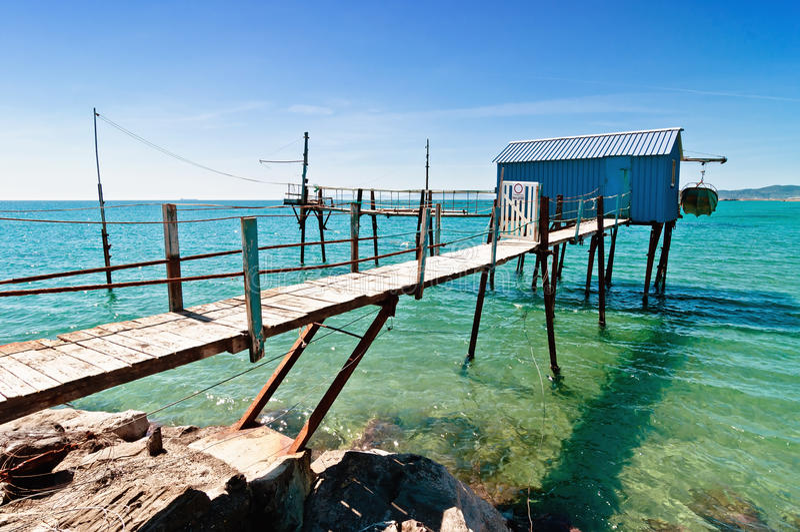 Blaue Fischerhütte in Toskana-Strand stockfoto
