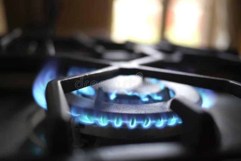 Download Blaue Flamme Des Gases In Der Küche Stockfoto - Bild von koch, kraftstoff: 26359650