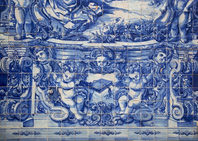Blaue Fliesen auf einer Santa Catarina Kapelle in Porto, Portugal stockbild