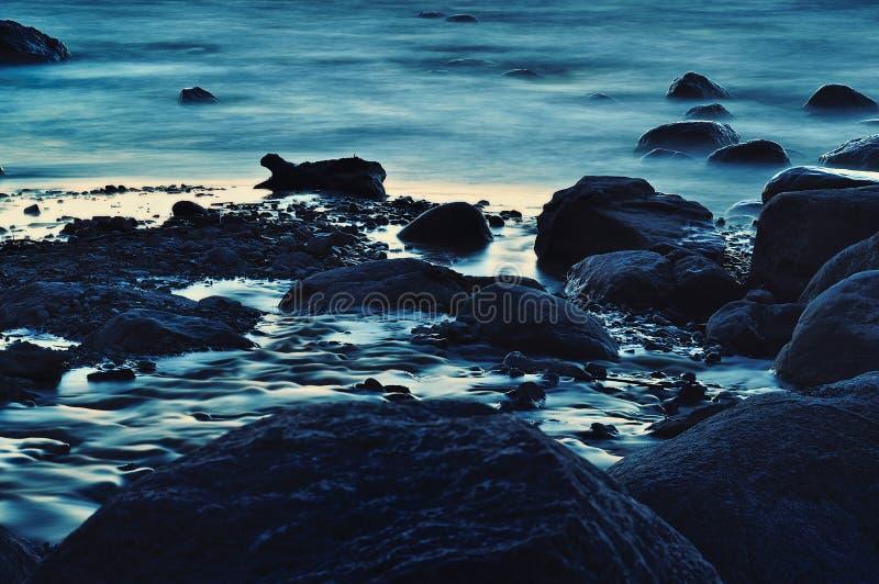 Blaue Flusssteine lizenzfreie stockfotos