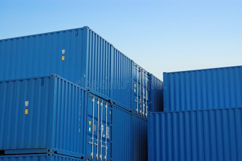 Blaue Frachtbehälter lizenzfreies stockbild