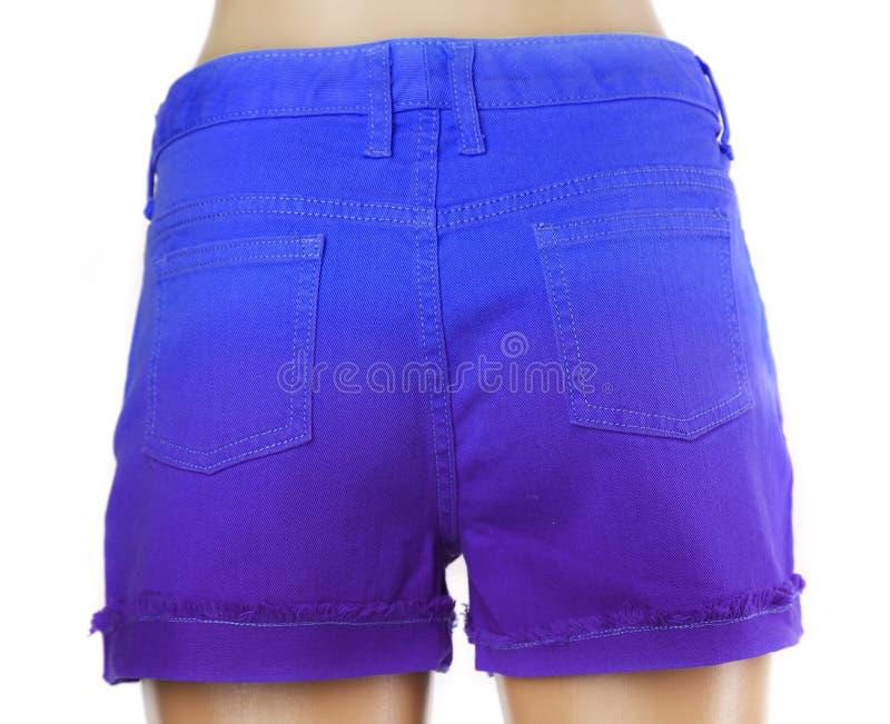 Blaue Frauenkurze jeanshose. stockfoto