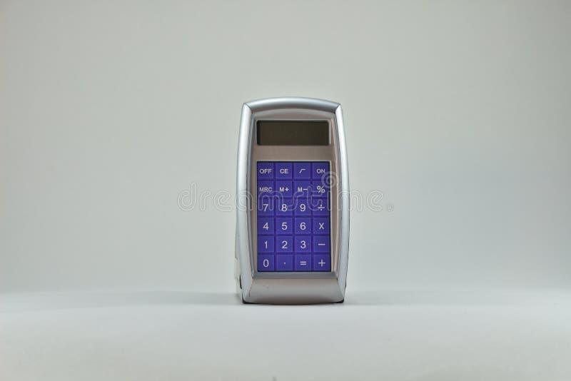 Blaue Front des alten Taschenrechners auf silbernen 3141 lizenzfreie stockbilder