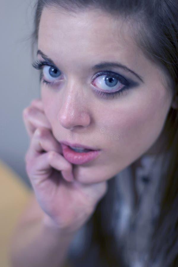 Blaue gemusterte Frau stockbild