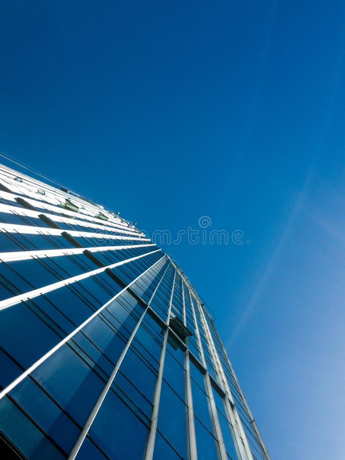 Blaue gestreifte Fassade lizenzfreie stockfotos