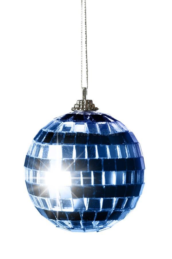 Blaue gestreifte Weihnachtskugel stockfotos