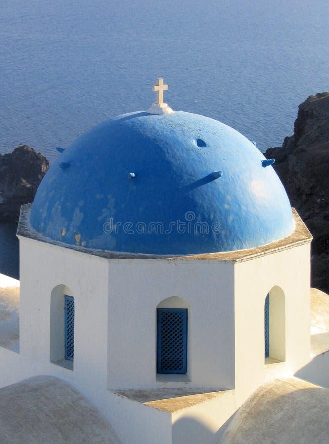 Blaue gewölbte Kirche, Santorini, Griechenland stockfotografie