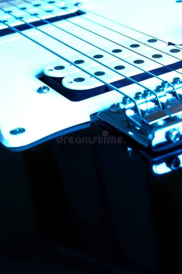 Blaue Gitarre lizenzfreie stockfotos
