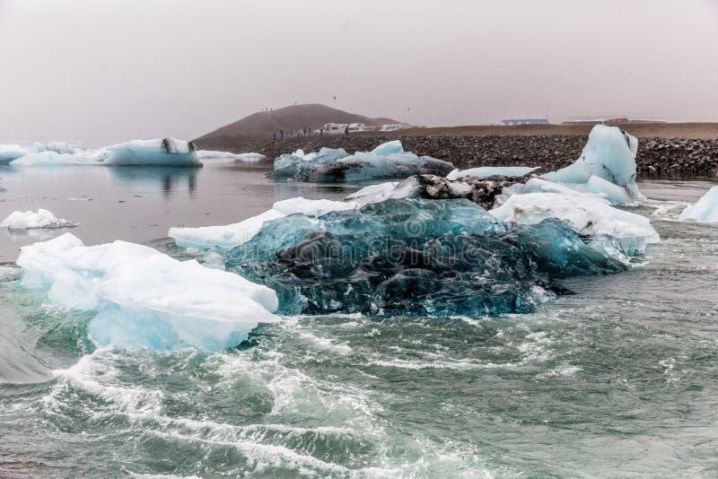 BLAUE GLETSCHER-EIS-LAGUNE ISLAND stockbild