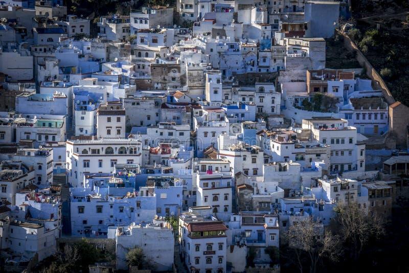 Blaue Häuser blaue häuser in chefchaouen stockfoto bild hell moslems 70552732