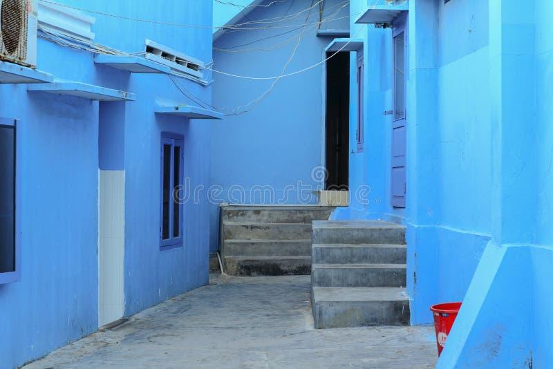 Blaue Häuser blaue häuser an hon khoi fischerdorf in phan thiet