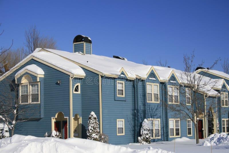 Blaue Häuser blaue häuser schnee winter stockbild bild nord upstate 4552409