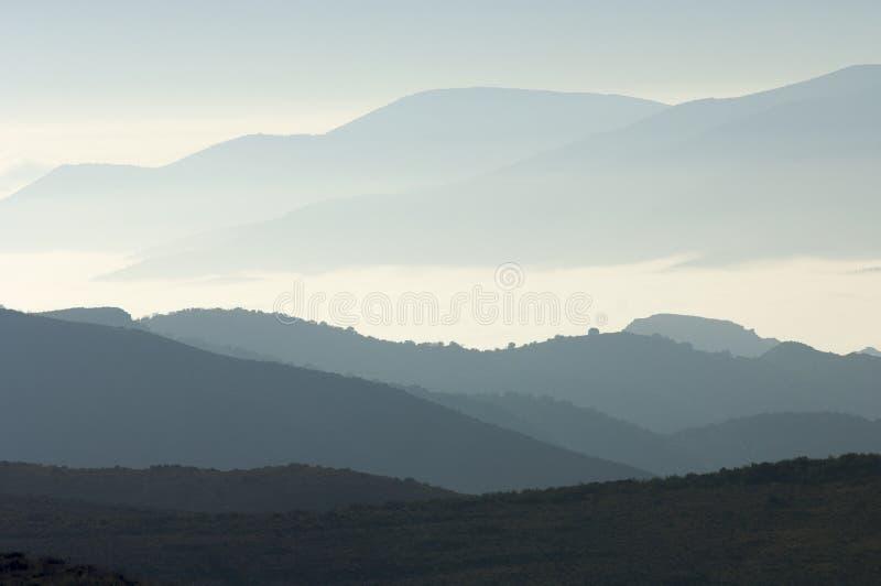 Download Blaue Hügel stockfoto. Bild von farbe, morgen, zwischen - 9084642