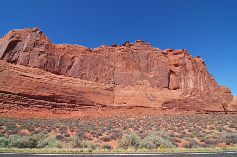 Blaue Himmel, sonniger Tag an der Bogen-Schlucht, Utah. USA lizenzfreie stockbilder