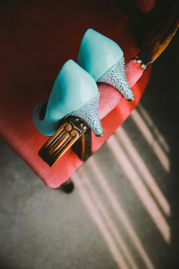 Blaue Hochzeitsschuhe Tiffanys stockbild