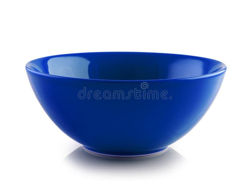 Blaue keramische Schüssel auf weißem Hintergrund lizenzfreie stockfotografie