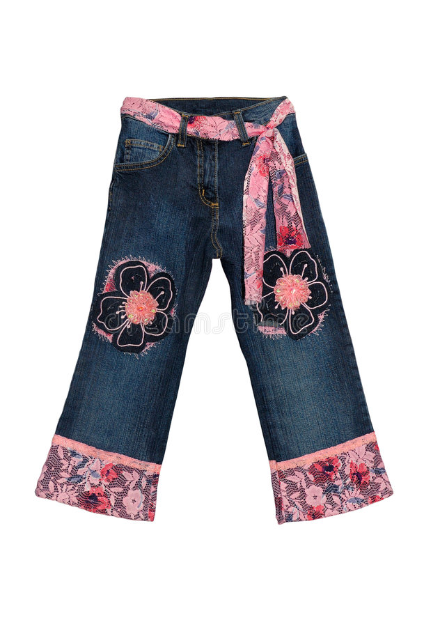Blaue Kindmädchenjeans mit dem rosafarbenen Blumenmuster getrennt auf w lizenzfreie stockfotos