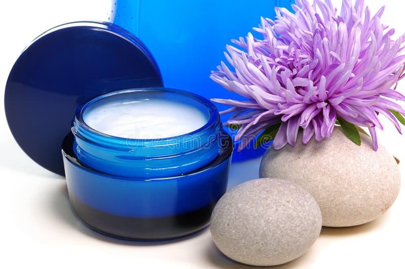 Blaue kosmetische Sahne stockfotografie