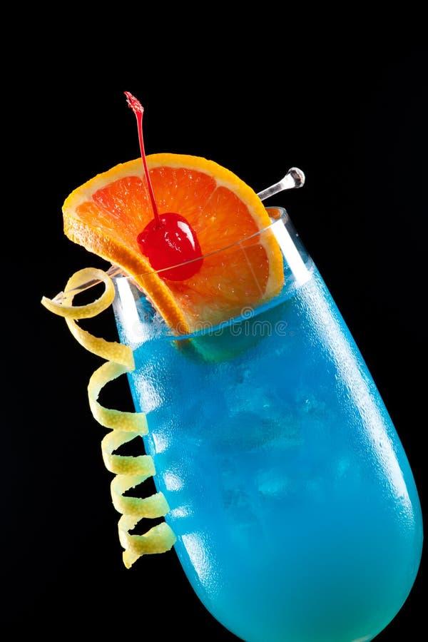 Blaue Lagune - die meiste populäre Cocktailserie stockfotos