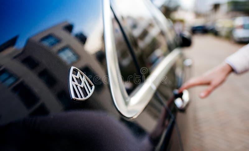 Blaue Luxuslimousine Mercedess-Maybach s600 stockbild