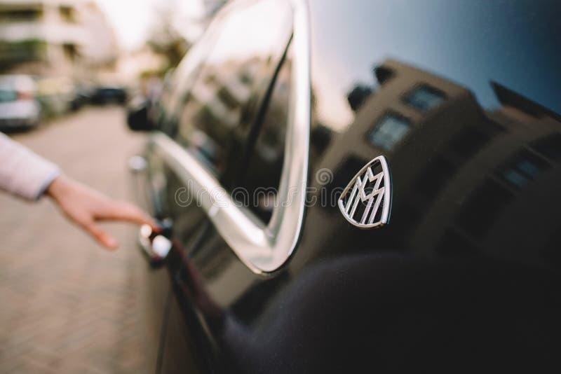 Blaue Luxuslimousine Mercedess-Maybach s600 stockfotografie