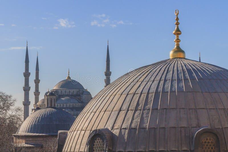 Blaue Moschee oder Sultan Ahmed Mosque, über Hauben in Istanbul, die Türkei lizenzfreie stockbilder