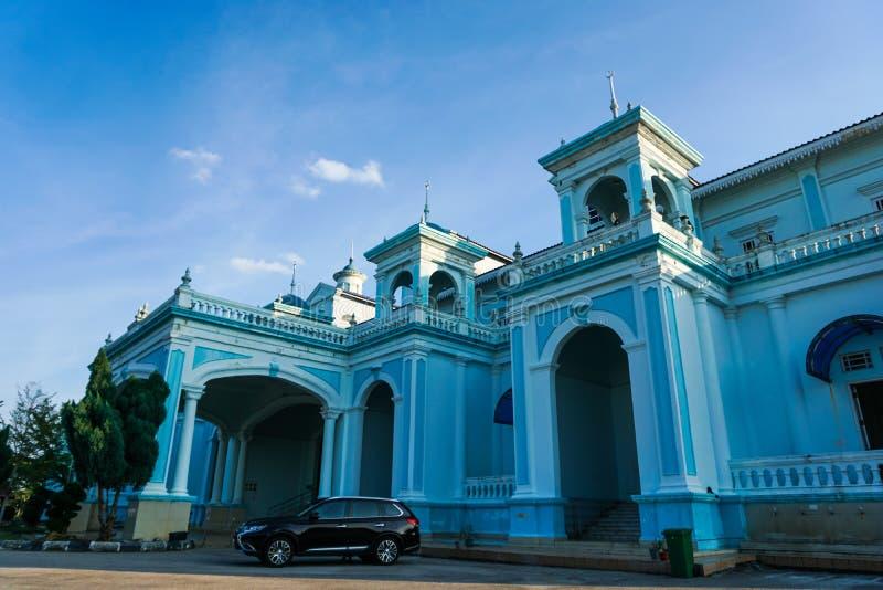 Blaue Moschee von Sultan Ismail Mosque fand in Muar, Johor, Malaysia Die Architektur ist schwer Einflüsse der Westart und stockfoto