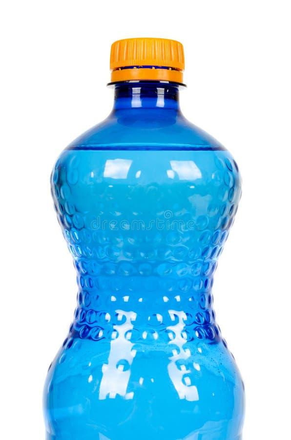Blaue Plastikwasserflasche mit der orange Kappe, lokalisiert auf weißem Hintergrund lizenzfreies stockbild