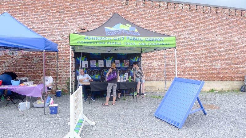 Blaue Plum Festival - Stand der öffentlichen Bibliothek stockfoto