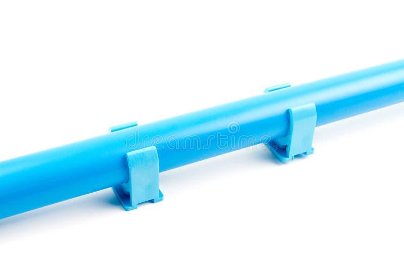 Blaue PVC-Wasserversorgungs-Rohrschellen-Klipp-Installationen lizenzfreie stockfotos