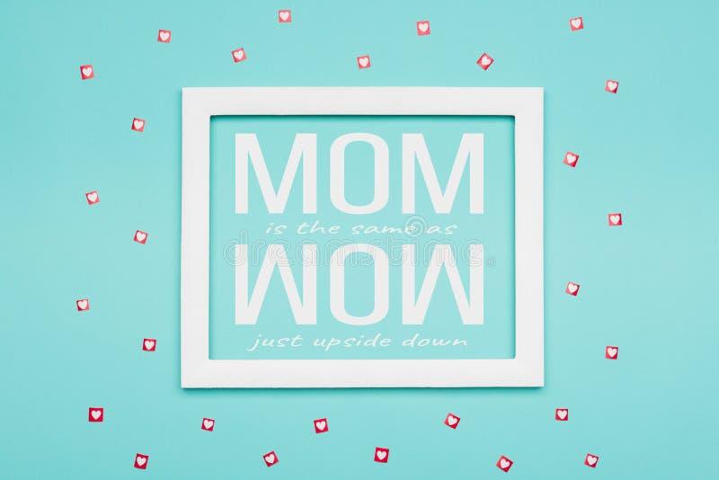 Blaue Süßigkeits-Farbpastellebene legen minimales Konzept Glücklicher Mutter ` s Tageshintergrund lizenzfreie abbildung