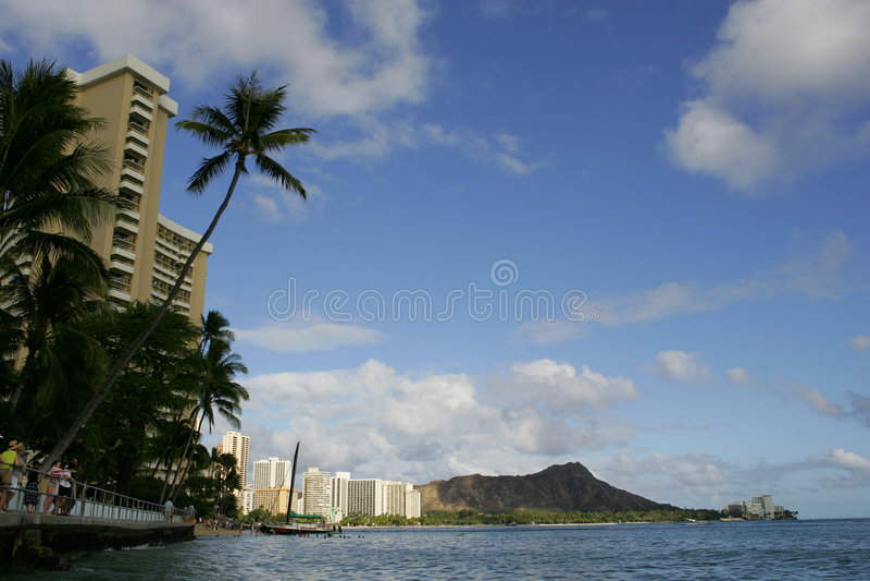 Blaue skys in Hawaii stockbilder