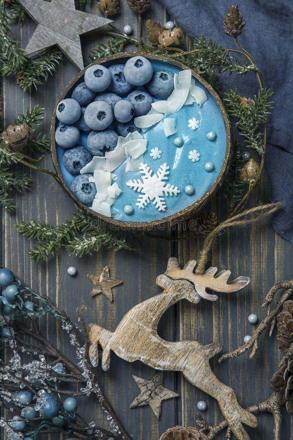 Blaue Spirulina-Smoothie stockfotografie