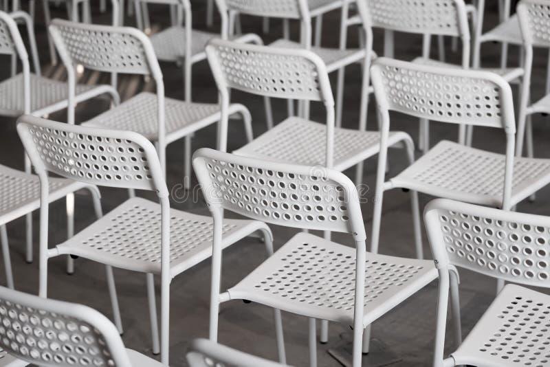 Blaue Stühle im Konferenzsaal stockbilder