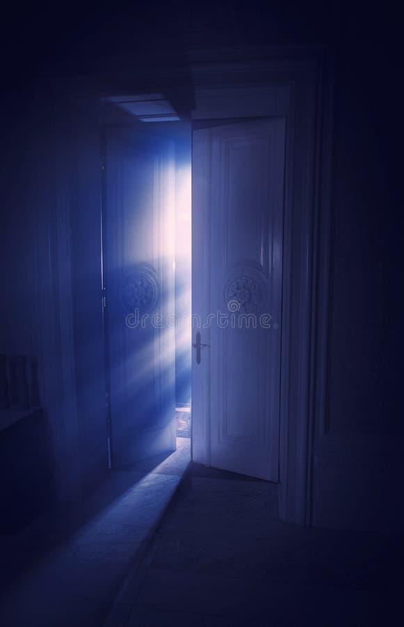 Blaue Strahlen Der Leuchte Lizenzfreies Stockfoto