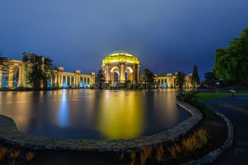 Blaue Stunde über dem Palast von schönen Künsten lizenzfreie stockbilder