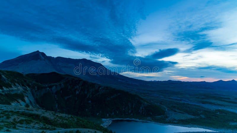 Blaue Stunde Mt St. Helens stockfotografie