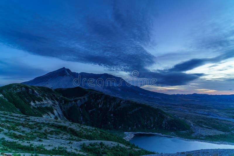 Blaue Stunde Mt St. Helens lizenzfreies stockfoto