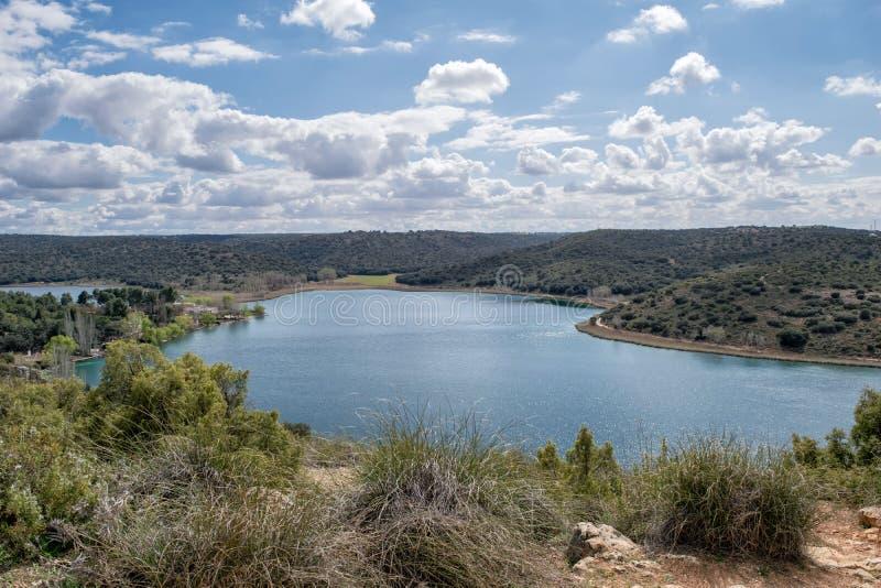 Blaue und grüne Landschaft stockbilder