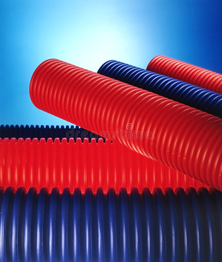 Blaue und rote Rohre lizenzfreies stockbild