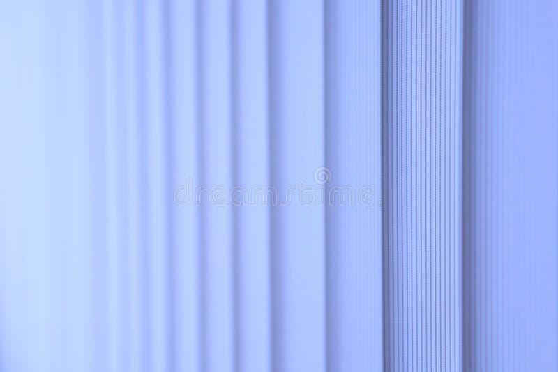 Blaue Vertikaljalousien lizenzfreies stockbild