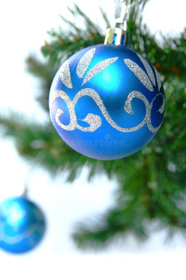 Blaue Weihnachtskugel lizenzfreie stockfotografie