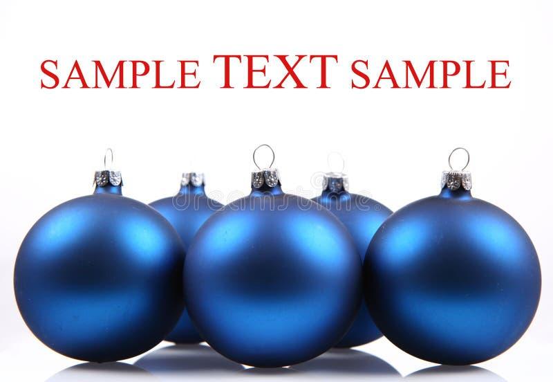 Blaue Weihnachtskugeln stockfotos