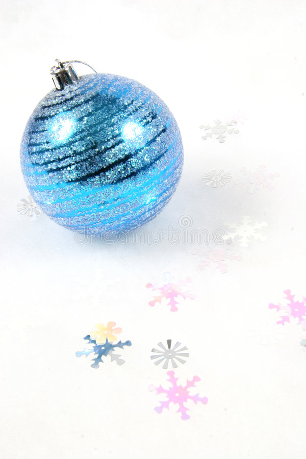 Blaue Weihnachtsverzierung lizenzfreie stockbilder